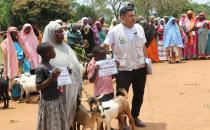European Yetim Eli gives milk goats to poor families in Africa