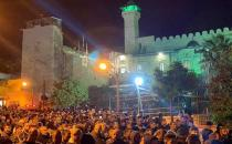 Thousands attend Dawn Prayer at Ibrahimi Mosque