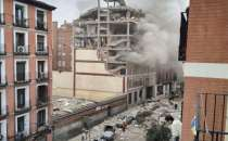 Huge explosion destroys building in Madrid