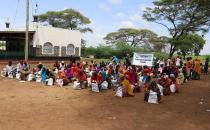 European Yetim Eli distributes food aid in Kenya