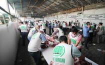 Hope Caravan Foundation distributes meat from sacrificed animals to thousands of families