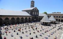 Muslims collectively performs Friday prayer after two months in Turkey